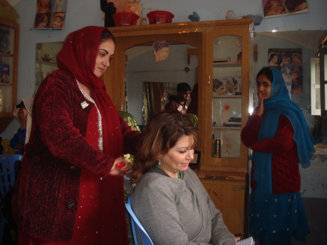 Kingstone having her hair cut in Helmand, Afghanistan. (photo credit: Heidi Kingstone)
