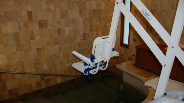 The aquatic lift that makes Mayyim Hayyim accessible to people with mobility impairments. Photo courtesy Mayyim Hayyim