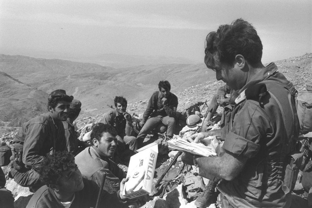 An officer distributing mail from home to soldiers in one of the forward positions on Mount Hermon, October 11, 1973 (Photo Credit: GPO/Eitan Harris)