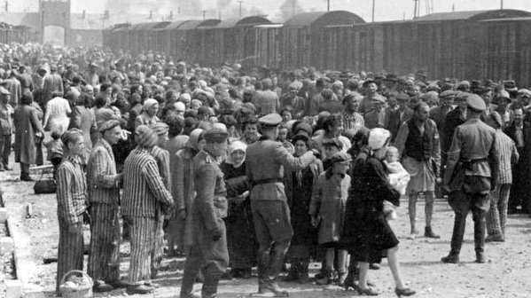 Hungarian Jews on the Judenrampe (Jewish ramp) after disembarking from the transport trains at Auschwitz-Birkenau, May 1944. To be sent rechts! – to the right – meant the person had been chosen as a laborer; links! – to the left – meant death in the gas chambers. (From the Auschwitz Album)