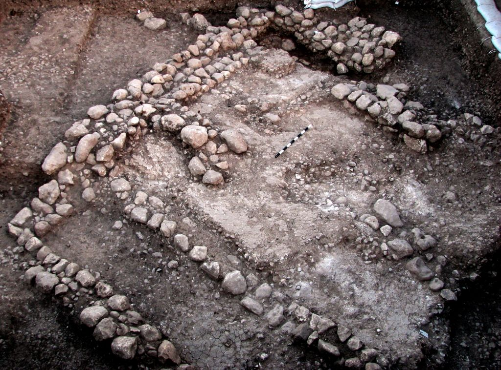 10,000-year-old house uncovered outside Jerusalem | The Times of ...