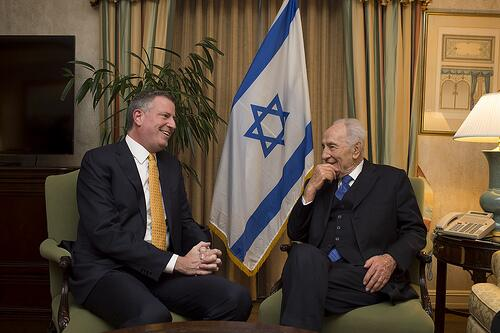 Mayor-elect Bill de Blasio, left, with President Peres of Israel. Photo via @BilldeBlasio