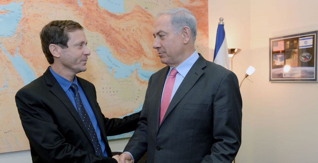 Opposition leader Isaac Herzog, left, with Prime Minister Benjamin Netanyahu (Photo credit: Kobi Gideon/Flash90)