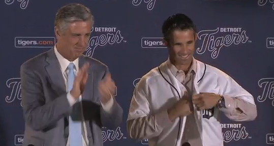 Brad Ausmus dons a Tigers jersey Sunday with CEO and president David Dombrowski. Photo via Tigers/MLB.com