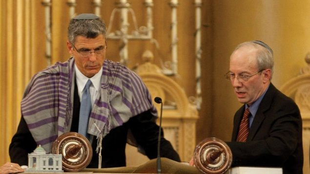 The passing of the torch to Rabbi Rick Jacobs, left, from Rabbi Eric Yoffie, right. Photo courtesy URJ
