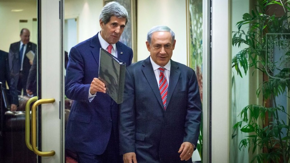Prime Minister Benjamin Netanyahu (right) and US Secretary of State John Kerry arrive at a joint press conference in Jerusalem, December 5, 2013. (photo credit: Emil Salman/Flash90/Pool)