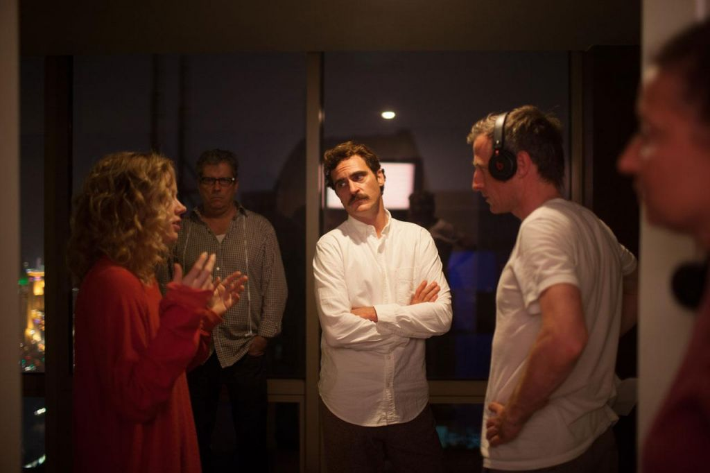 MOTs Joaquin Phoenix and Spike Jonze (and Amy Adams) on set of 'Her' (photo credit: courtesy Warner Bros.)