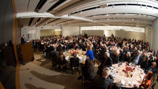 The Gala crowd gathered for dinner and speeches after a reception amid Israeli art at Sotheby's. Chaim Rabinowitz/Hello Video