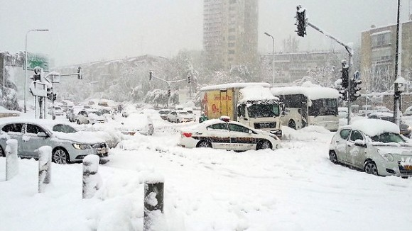 Stranded vehicles at the entrance to Jerusalem Friday, December 13, 2013. (photo credit: Israel Hatzolah)