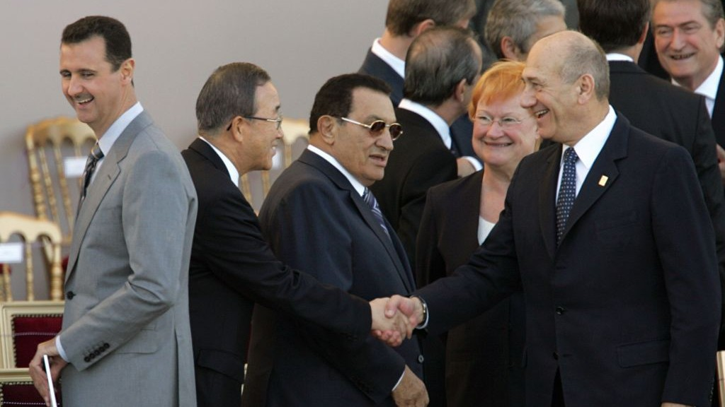 Israeli prime minister Ehud Olmert, right, shakes hand with UN Secretary General Ban Ki-moon, as Finnish president Tarja Halonen and Egyptian president Hosni Mubarak look on, prior to the Bastille Day parade in Paris Monday July 14, 2008. Standing at right is Syrian President Bashar Assad. Leaders from Europe, the Middle East and North Africa and the head of the United Nations gathered in Paris for France's Bastille Day military parade, one day after their Mediterranean Summit in the city. (photo credit: AP Photo/Remy de la Mauviniere)