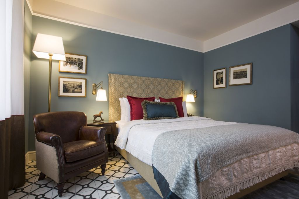 Cushioned headboards, 'Persian' tiled floors, leather chairs and carefully chosen photographs make for cozy, comfortable rooms (Courtesy Arthur Hotel)