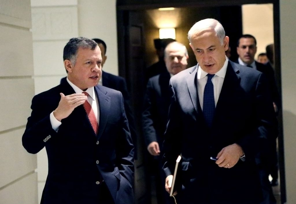 Prime Minister Benjamin Netanyahu, right, listens to Jordan's King Abdullah II as they meet at the Royal Palace in Amman, Jordan on Thursday, January 16, 2014. (photo credit: AP/Yousef Allan/Jordanian Royal Palace)