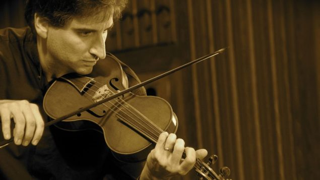 David Greenberg performs on baroque and octave violin. Holly Crooks