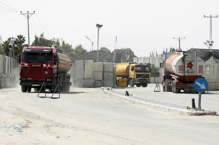 Trucks carrying fuel for the Gaza Strip enter Rafah town through the Kerem Shalom crossing between Israel and the southern Gaza Strip on March 16, 2014. (photo credit: AFP PHOTO/ SAID KHATIB)