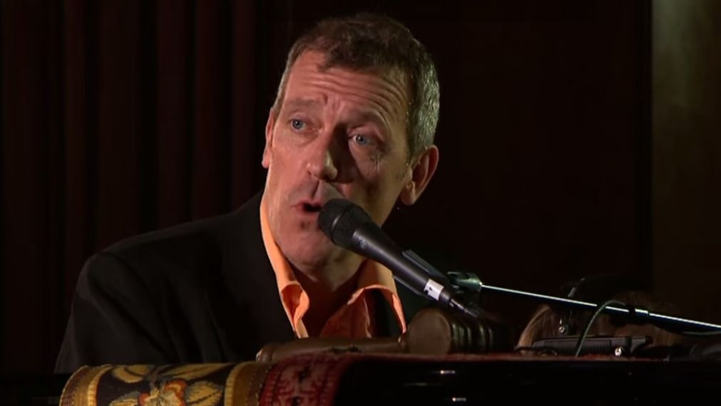 Hugh Laurie weighing I...