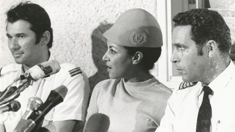 Uri Bar-Lev (right), flight attendant Janet Darmijan and senior flight attendant Abraham Eizenov speak to the media on their safe return to Israel, September 1970 (photo credit: Courtesy El Al archive)