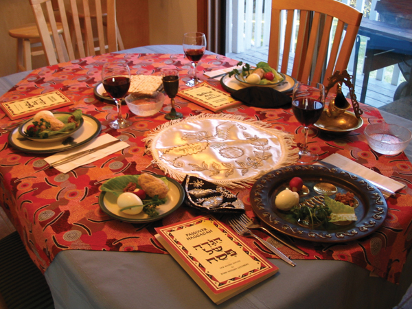 A seder table. Wikimedia Commons