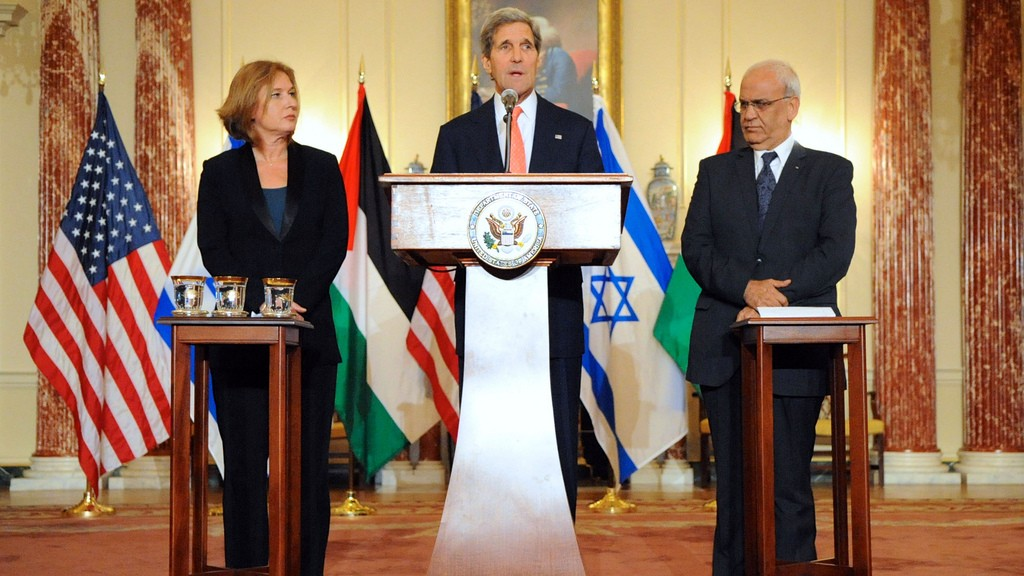 US Secretary of State John Kerry stands with Tzipi Livni, Israel's chief negotiator (left), and Palestinian chief negotiator Saeb Erekat, after the resumption of Israeli-Palestinian peace talks at the State Department in Washington, July 30, 2013. (US State Department)