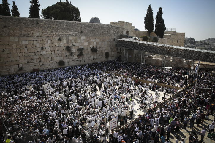 Jewish worshipers cover themselves with prayer shawls during the Passover priestly blessing ceremony as they pray at the Western Wall in Jerusalem's Old City, April 17, 2014. (Hadas Parush/Flash90)