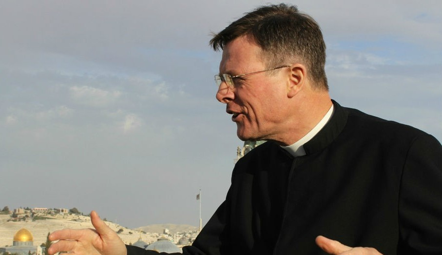 Father Eamon Kelly points out the biblical significance of areas in the Old City during a tour preceding Holy Week (photo credit: Rebecca McKinsey/Times of Israel)