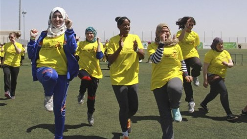 American track and field great Jackie Joyner-Kersee, center, jogs with Palestinian women in the West Bank city of Ramallah, Thursday, April 17, 2014. (photo credit: AP Photo/Nasser Shiyoukhi)