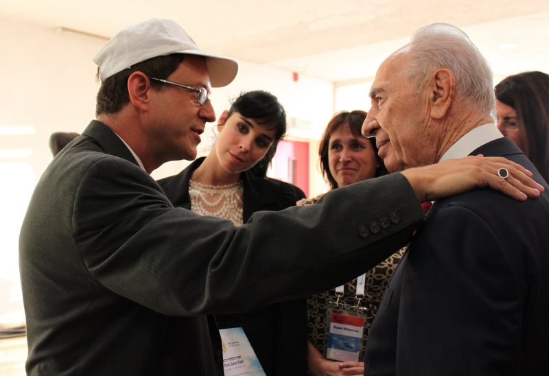 Yosef Abramowitz meets with President Shimon Peres in Jerusalem. In the background, Sarah Silverman and Rabbi Susan Silverman (photo credit: Amy Tzvi)
