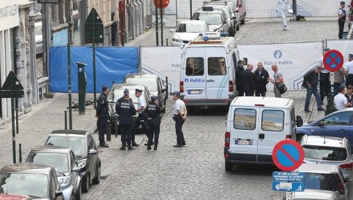 Policemen stand guard around the site of a shooting near the Jewish Museum in Brussels, on May 24, 2014 (Photo credit: AFP/Belga/ Nicolas Maeterlinck)