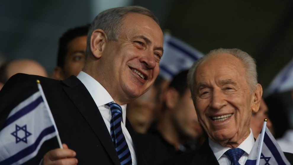 Prime Minister Benjamin Netanyahu (L) and President Shimon Peres at the opening ceremony of the Maccabiah Games in Jerusalem, July 18, 2013. (Photo credit: Yonatan Sindel/Flash90)