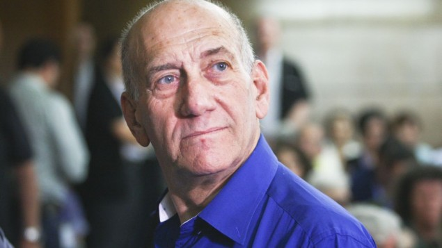 Ehud Olmert, à la cour du district de Tel Aviv , le 13 mai 2014 (Crédit : Ami Shooman/Flash90)