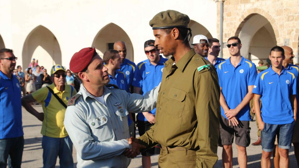 Landsberg at his army induction. (photo credit: Maccabi Tel Aviv Basketball)