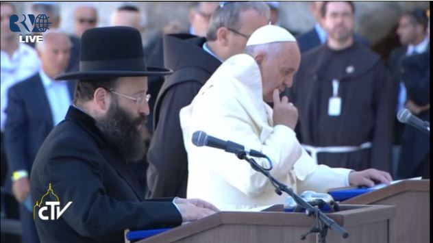 Rabinovitch speaking next to the pope Monday. (photo credit: Vatican TV)