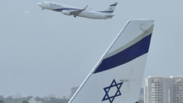 Un avion à l'aéroport Ben Gurion (Crédit : Serge Attal/Flash90/File)