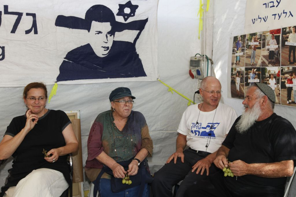 The parents of IDF soldier Sergeant Nachshon Wachsman who was kidnapped and held hostage by Hamas for a period of 6 days, whereafter he was executed during an attempted rescue operation, visit the parents of abducted soldier Gilad Shalit in a protest tent set up across from the residence of Prime Minister Netanyahu on August 25, 2010. Photo by Miriam Alster/FLASH90