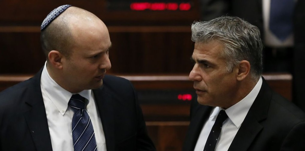 Economy Minister Naftali Bennett (L) with Finance Minister Yair Lapid in the Knesset, March 11, 2014. (photo credit: Miriam Alster/FLASH90)