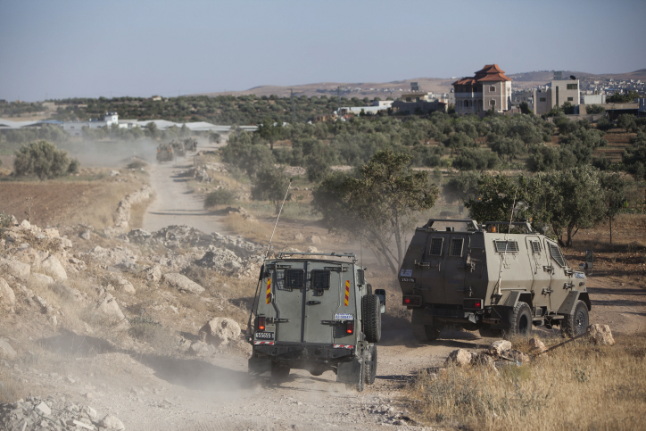 Israeli soldiers search for three Jewish teenagers near Hebron, in the West Bank,  Saturday, June 14, 2014 (photo credit: Yonatan Sindel/Flash90)