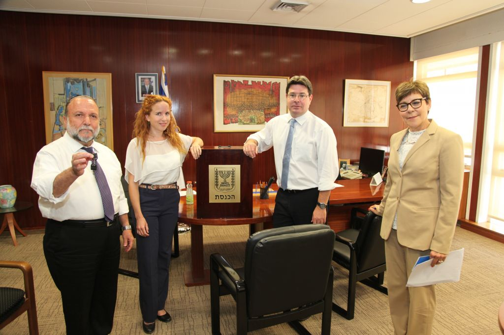 From left to right, Yitzhak Cohen of Shas, Stav Shaffir of Labor and Ofir Akunis of Likud and Knesset Secretary Yardena Horowitz with the ballot box. (photo credit: Knesset Spokesperson)