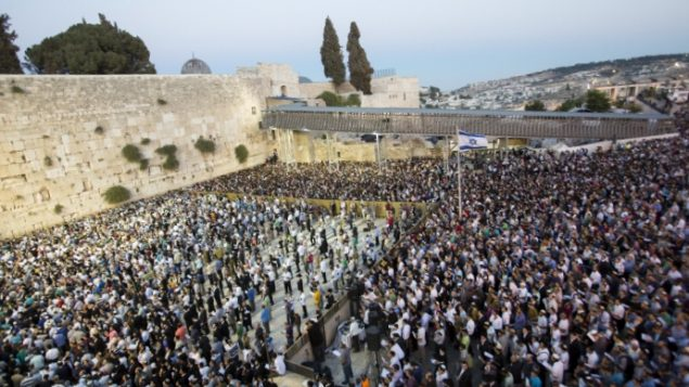 Thousands gather at the Western Wall in Jerusalem's Old City to pray for the release of three kidnapped Israeli teenagers.