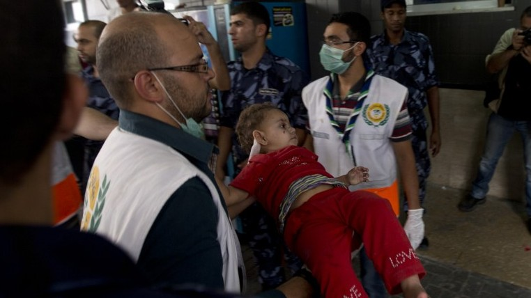 An injured Palestinian child arrives at Shifa hospital in Gaza City on July 20, 2014 (Photo credit: Mahmoud Hams/AFP)