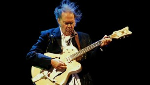 Neil Young (Crédit : Йо Асакура/Wikimedia commons/CC BY 2.0)