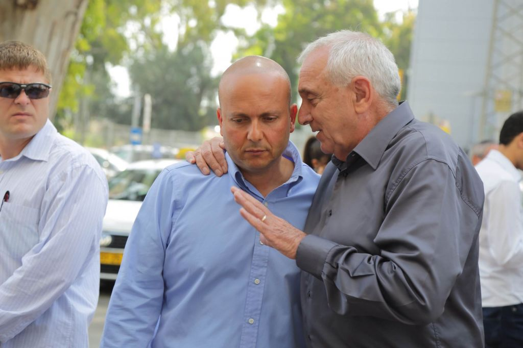 Ashkelon Mayor Itamar Shimoni (left) with Interior Security Minister Yitzhak Aharonovitch, May, 2014. (Photo credit: Edi Israel/Flash 90)