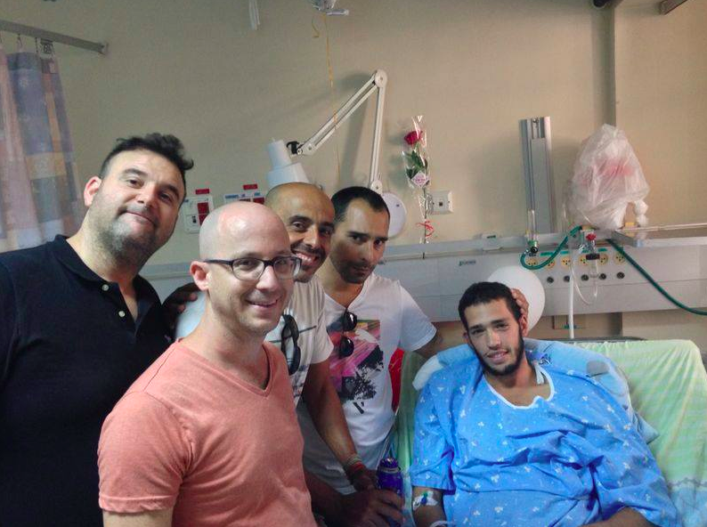 Members of 'Eretz Nehederet,' visiting a wounded soldier at Soroka Hospital in Beersheba, saying thank you to those, who thanks to them, we have our