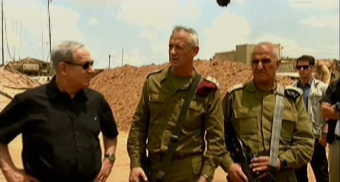 Benjamin Netanyahu, left, IDF Chief of Staff Benny Gantz, center, and GOC Southern Command Sami Turgeman speaking at a military installation in Israel's south on Monday, July 21, 2014. (Screen capture: Channel 2)