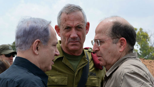 Prime Minister Benjamin Netanyahu (L) meets with IDF Chief of Staff Benny Gantz (C) and Defense Minister Moshe Yaalon (R) at the Command and Control Center of the 162nd Armor Division in Southern Israel, on July 21, 2014. (photo credit: Kobi Gideon/GPO/Flash90)