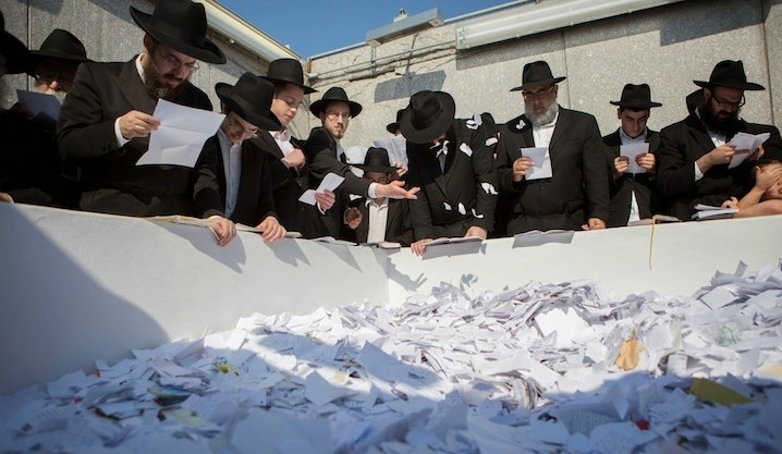 Men pray at the gravesite of the late Lubavitcher rebbe, Menachem Mendel Schneerson on the 20th anniversary of his death in Queens, New York, July 1, 2014. (Adam Ben Cohen/Chabad.org)