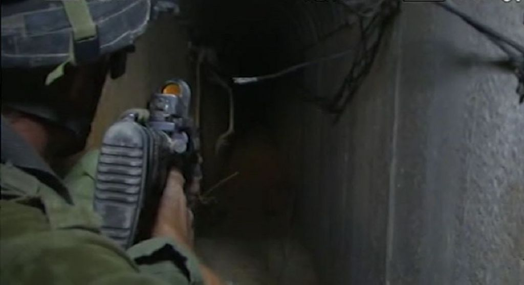 A soldier leading journalists through a tunnel in Khan Yunis. (screen capture: Walla! News)