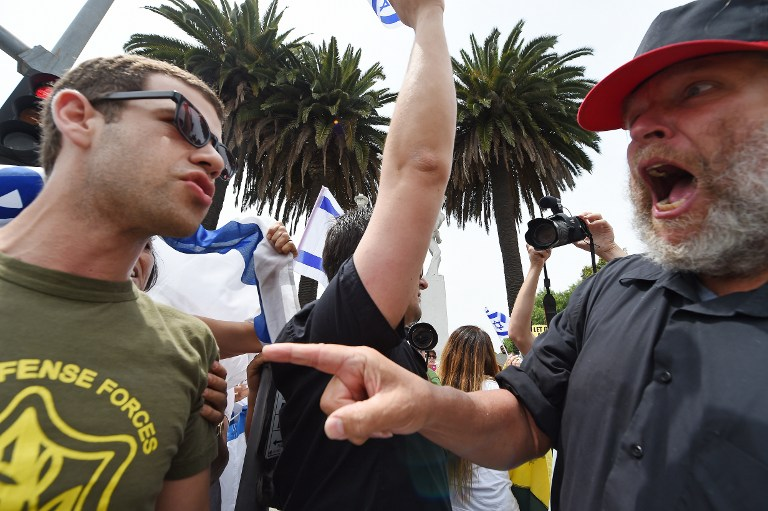 A Palestinian supporter, left, shouts at an Israel supporter in Los Angeles on August 2, 2014. (photo credit: AFP / Robyn Beck)