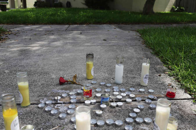 In North Miami Beach, Fla., a makeshift memorial was created near where Rabbi Joseph Raksin was shot and killed on Aug. 9, 2014. (Joe Raedle/Getty Images via JTA)