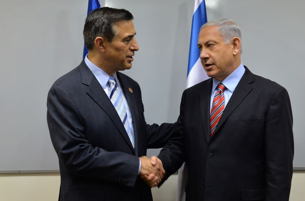 Prime Minister Benjamin Netanyahu meets with US Congress Member Darell Issa, in Tel Aviv on August 21, 2014. (photo credit: Kobi Gideon/GPO/Flash90)
