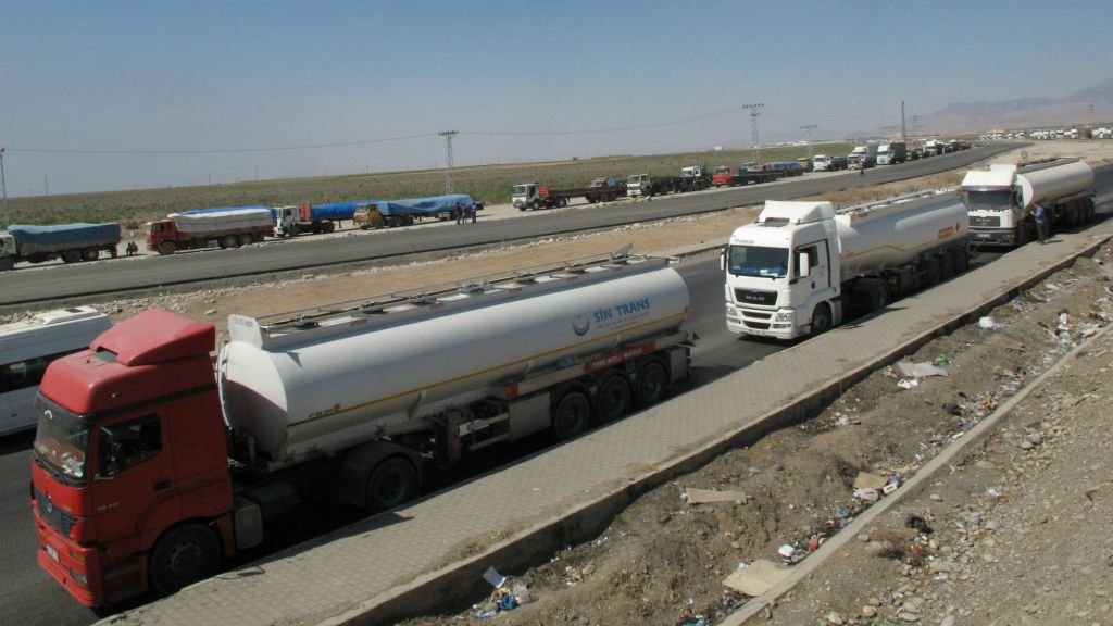 Trucks pile up on the Turkish side of the Habur Border Gate, separating Turkey from Iraq, Saturday, Sept. 27, 2014. (photo credit: AP/Raphael Satter)