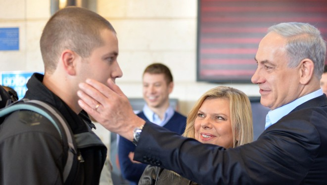netanyahus see son off to join the idf the times of israel